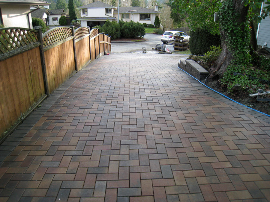 Interlocking brick maintenance what you need to know rooster brick nothing disrupts a beautiful brick driveway quite like an unsightly oil stain but its bound to happen solutioingenieria Gallery